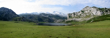 Lago Ercina panorama (click for full size)