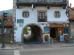 Potes archway