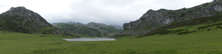 Lago Ercina in damp weather